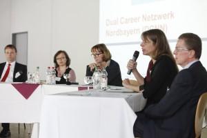 Im Gespräch: Prof. Pötzl, Dr. Auspurg, Prof. Abele-Brehm, Dr. Kurmeyer, Dr. Raab (von links)